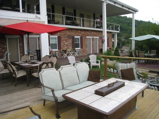 Riverboat Inn and Suites: fireplace
