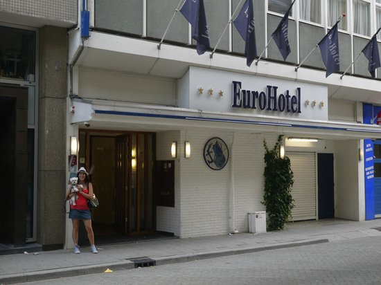 Euro Hotel Centrum : Entrance to hotel.