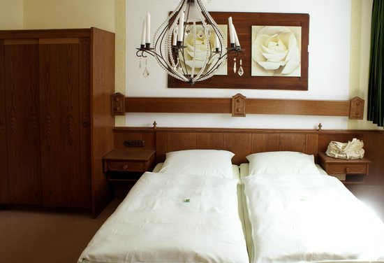 Hotel Zum Walde : Chambre lit
