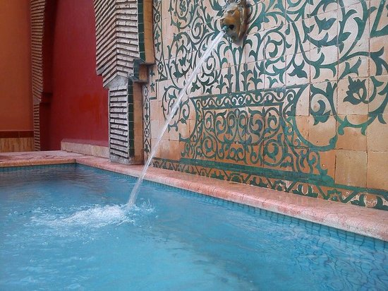 Assounfou Apart-Hotel : water feature of the pool