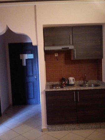 Assounfou Apart-Hotel : the kitchenette