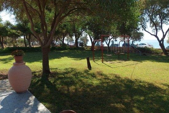 Alkion Apartments : garden view