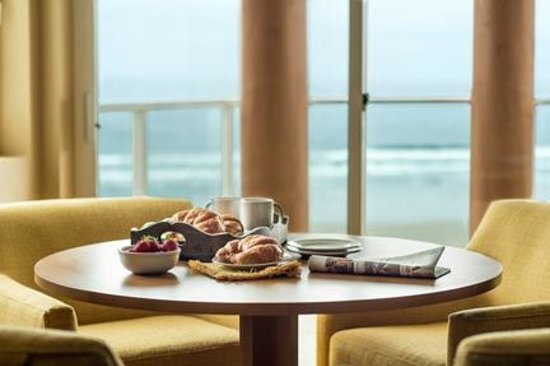 Hallmark Resort: Room Service with a View