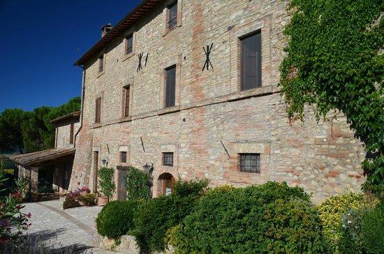 Agriturismo Casale dei Frontini : de zijkant met ingang restaurant
