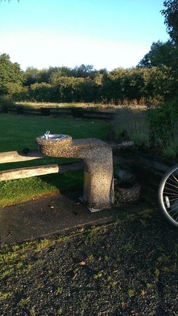 Galloping Goose Regional Trail : The only water fountain on the Galloping Goose is located in Colwood Creek Park by Brittany Dr