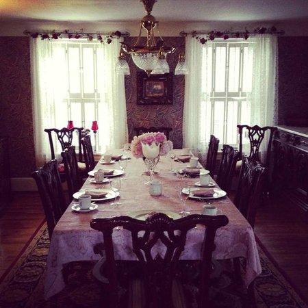Cobblestone Manor Luxury Historic Inn: Dining Room