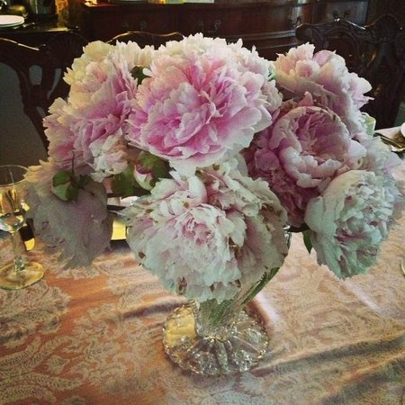 Cobblestone Manor Luxury Historic Inn: The Flowers!