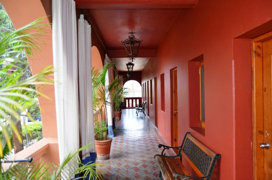 Hotel California: Hall
