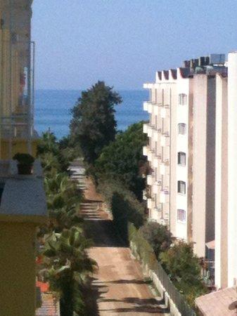 Alanya Kalesi (Castle): Die ganze Küste entlang stehen Hotels