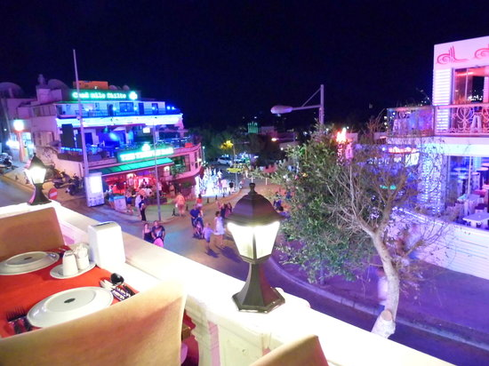 Mumtaz Mahal: View over Bar street,from Table