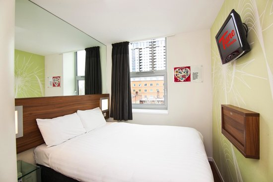 Tune Hotel - Westminster: Room with new double glazed windows