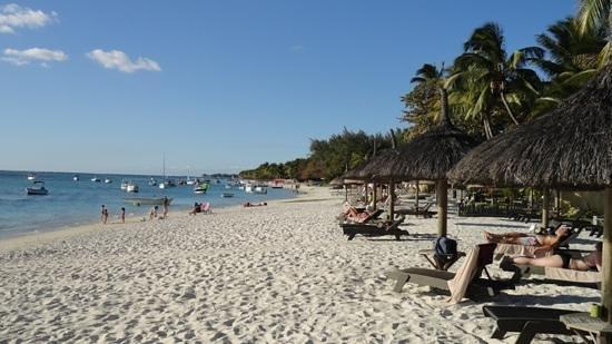 Le Sakoa Hotel : beach at Trou aux biches