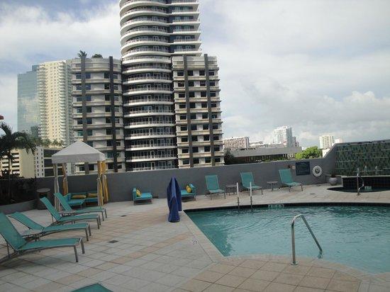 Hampton Inn & Suites by Hilton - Miami/Brickell-Downtown: Piscina