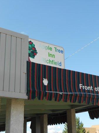 Appletree Inn: front