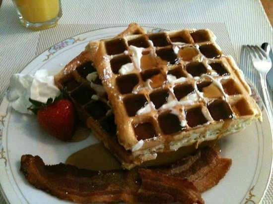 Jewel of the Canyons Bed and Breakfast: The Belgian Waffles