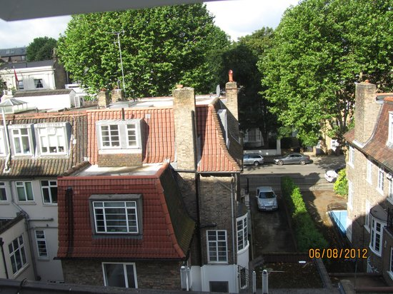 Holiday Villa Hotel and Suites London: Вид из окна