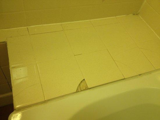 Bay Gairloch Hotel: one of the broken tile