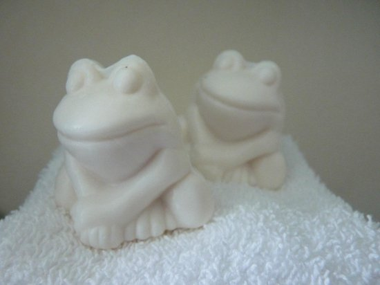 42 The Calls : Frog soaps