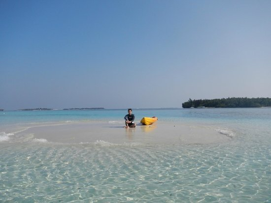 Biyaadhoo Island: The sandbank and Biyadhoo in the background. (March 2012)
