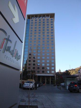 Atton Santiago Vitacura by Pullman: Frente do Hotel