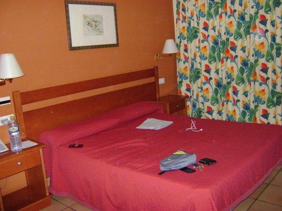 Hotel Portal del Caroig: La cama