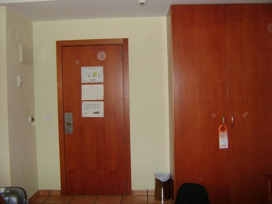 Hotel Portal del Caroig: Entrada a la habitacion