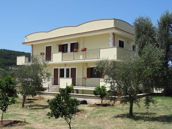 Appartamenti casa di miscia peschici italien omd men for 3 case di storia in california