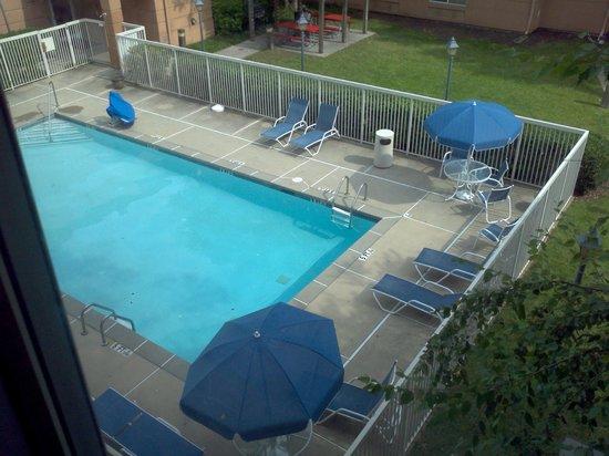 Extended Stay America - Atlanta - Perimeter - Peachtree Dunwoody: Nice, clean pool.