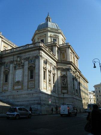 Verona Hotel: A few steps from Santa Maria Magiori Basilica