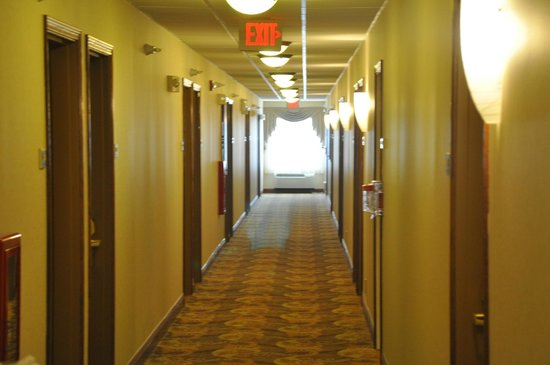 Country Inn & Suites By Carlson: Hallway At Country Inn & Suites