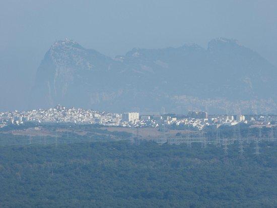 Hotel Castellar: Blick vom Castello auf den Felsen von Gibraltar