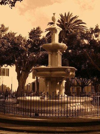 Fuente de mármol en la Plaza del Adelantado