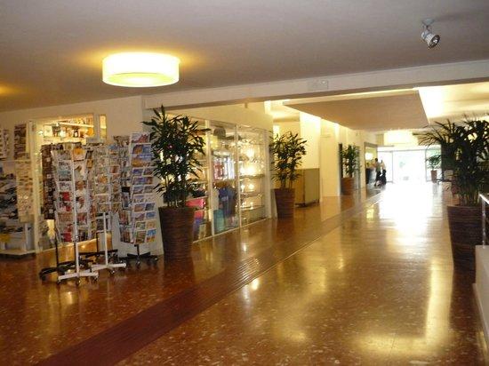 The Church Village : le magasin dans le batiment de la reception