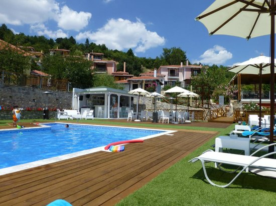 Ilaeira Mountain Resort: general view from the pool