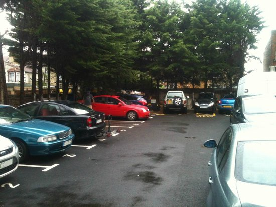 Ruskin Hotel: Car Park - quite small!
