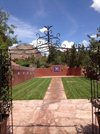 Sedona Rouge Hotel and Spa: Event Lawn at Sedona Rouge