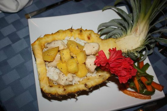 Mariposa Jungle Lodge: Chicken, rice, and pineapple dish at Mariposa