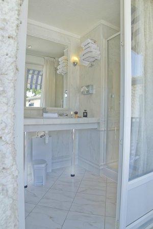 Hotel du Lac de Madine: Salle de bain avec douche Hôtel
