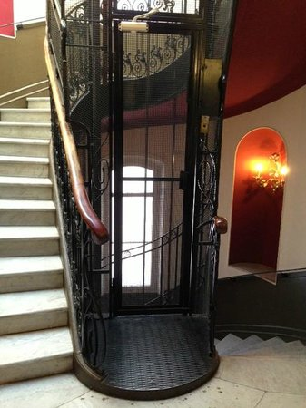 Hotel  Le Cavendish: The hotel's quirky retro lift