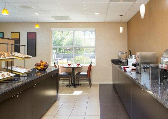 Residence Inn Phoenix Glendale/Peoria : Breakfast Area
