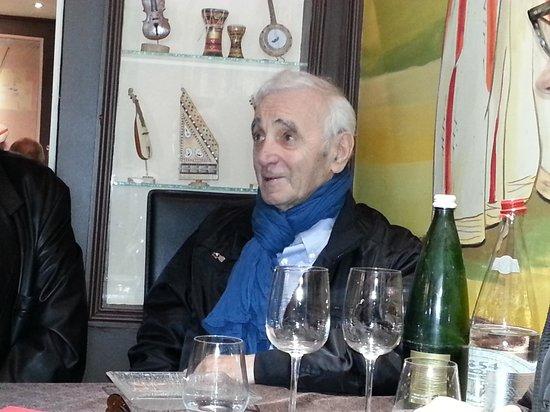 Sassoun : Tres bonne cuisine cadre sympathique et prime Aznavour a la table d a coté (apparament habitué d
