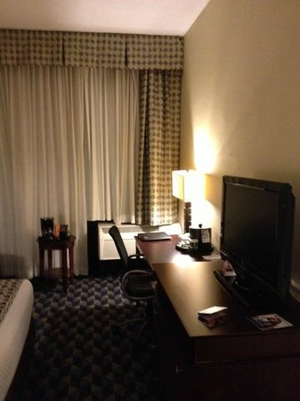 Crowne Plaza Cleveland Airport: chambre