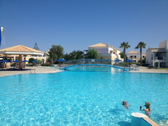 Neptune Hotels - Resort, Convention Centre & Spa: Pool