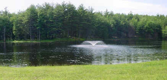 Lamb City Campground: Pond with Fountain