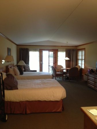 Madden's on Gull Lake: Inside our room