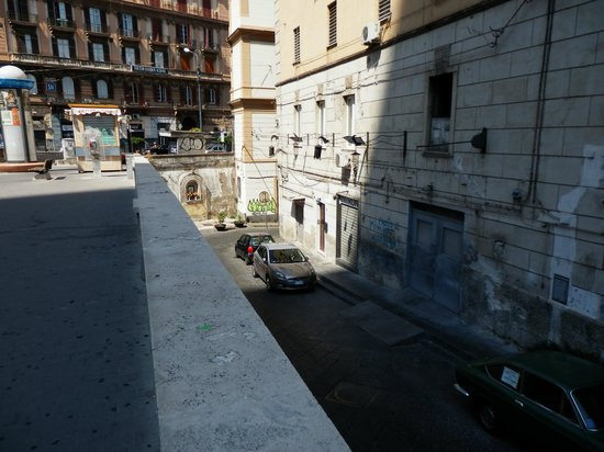 Ibed Napoli: Street where the B&B is located.