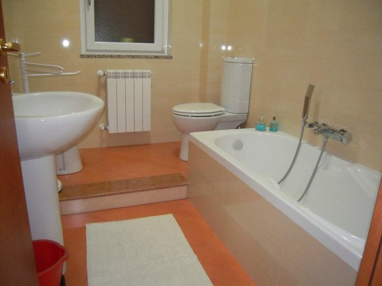 Carammelle Bed & Breakfast: BAGNO CON VASCA