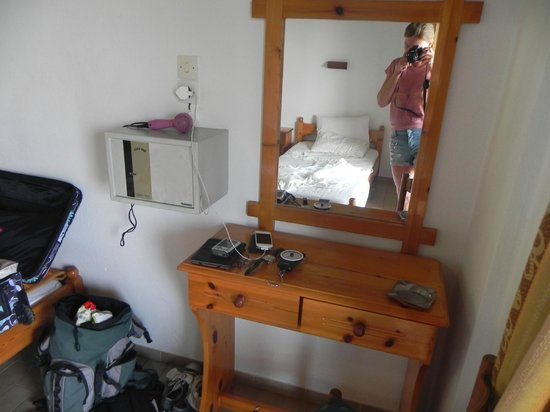 Filia Studios & Apartments: Spacious room with safe, hair dryer, dressing table with light