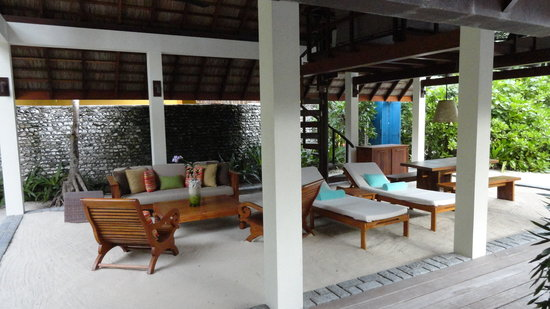 Four Seasons Resort Maldives at Landaa Giraavaru: Outdoor lounge area
