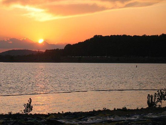 Nashville Shores Lakeside Resort: How about that sunset?